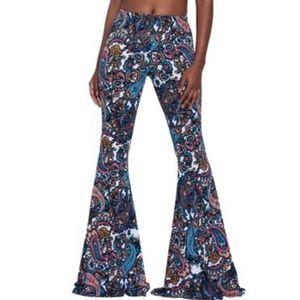 Pants - 👽 3/$25 Paisley soft pants